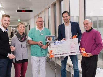 Martin Ebermann Fa. Invest Service Spendet 1000€ an Mukis. Martin Erberhard ist auch Fördervereinsmitglied.