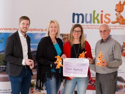 Bei der Übergabe waren dabei: (von links) Jörg Roehring (stellv. mukis-Vorsitzender und stellv. Vorstand Pflege Klinikum), Alexandra Forster und Julia Kohl (Ortsvereine) und Hans Jenuwein (stellv. mukis-Beiratsvorsitzender).